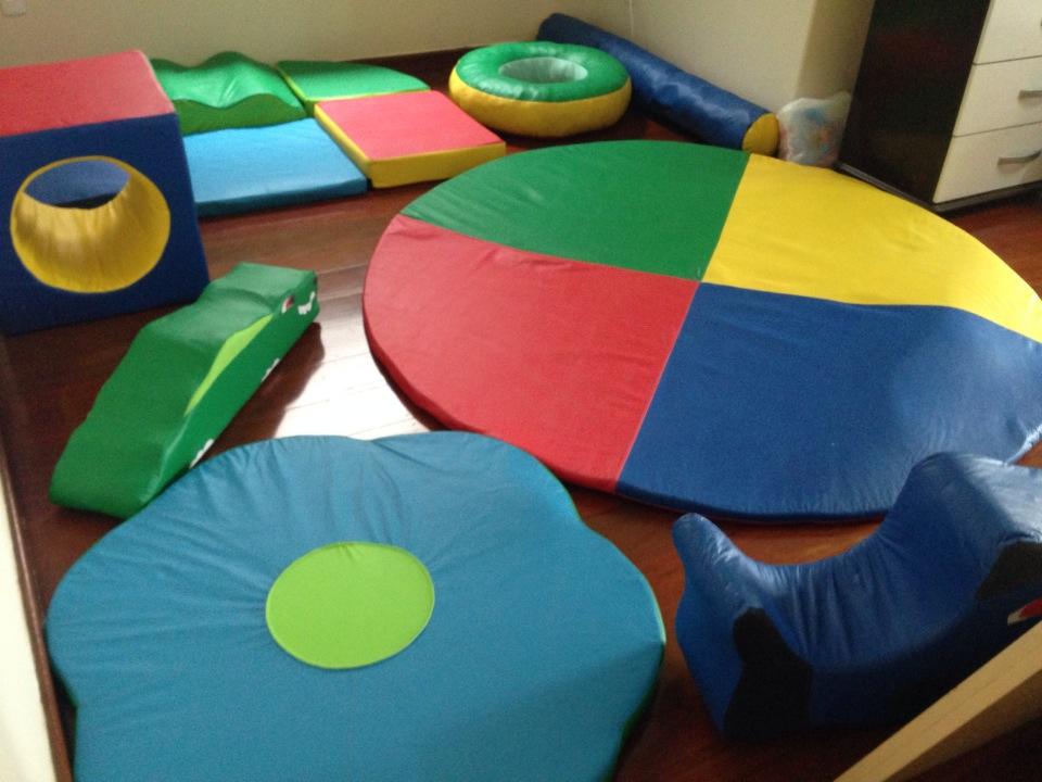 Crianças possuem espaço com brinquedos para recreação
