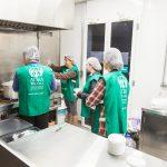 Unidade móvel da ADRA Brasil distribui alimentação para os desabrigados