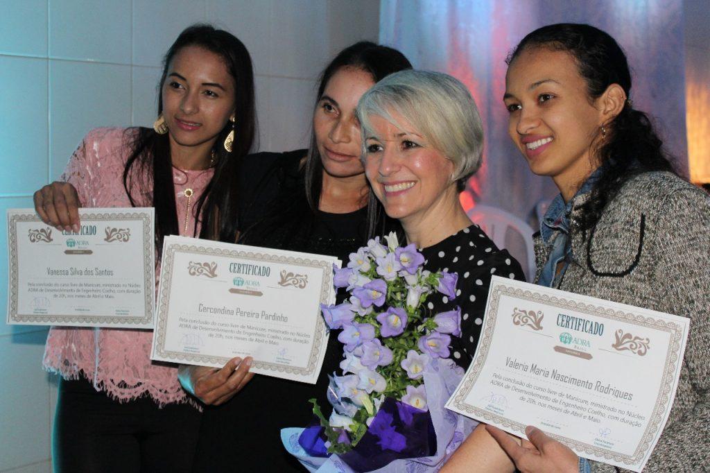 Dra Damaris Moura se juntou à comemoração das alunas formandas