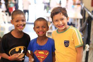 Crianças receberam aplicação de fluor gratuitamente (Foto: Anne Seixas)