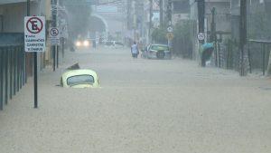 Em Rio Novo do Sul o nível do rio subiu mais de 5 metros nas primeiras horas da chuva que caiu no sábado 17/03