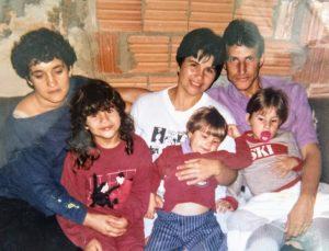 Dalva, Luis e três dos seus seis filhos