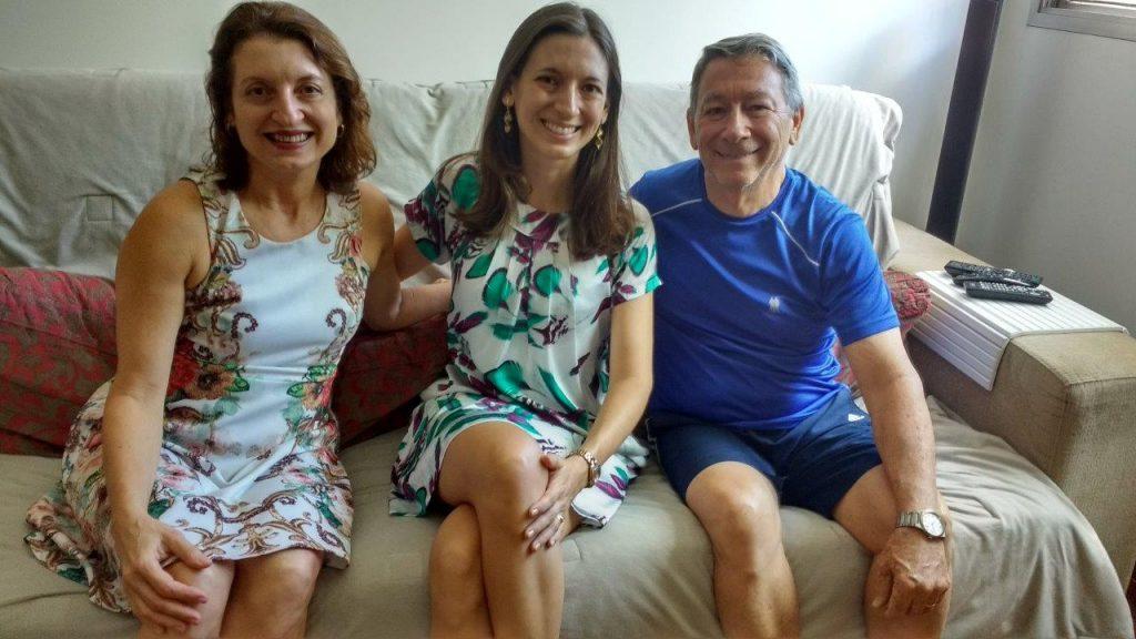 Carina Charpinel Ventorini e seus pais Elzamara e Sergio compartilham o mesmo amor solidário de toda a família, há 3 anos, com as crianças e adolescentes da Casa de Vivencia em Vitoria