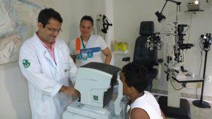Voluntario da ADRA, o oftalmologista dr. Myke Carlos da Silva, há 4 anos atende gratuitamente os acolhidos da Casa de Acolhimento de Viana em seu consultório particular